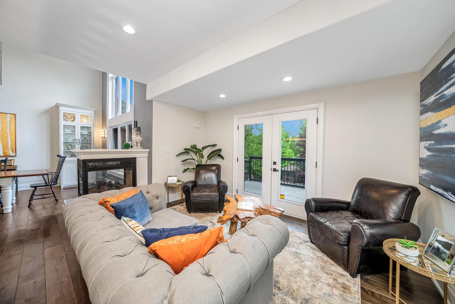 18 Bridle Trail Midhurst ON-large-041-143-Living Room-1497x1000-72dpi
