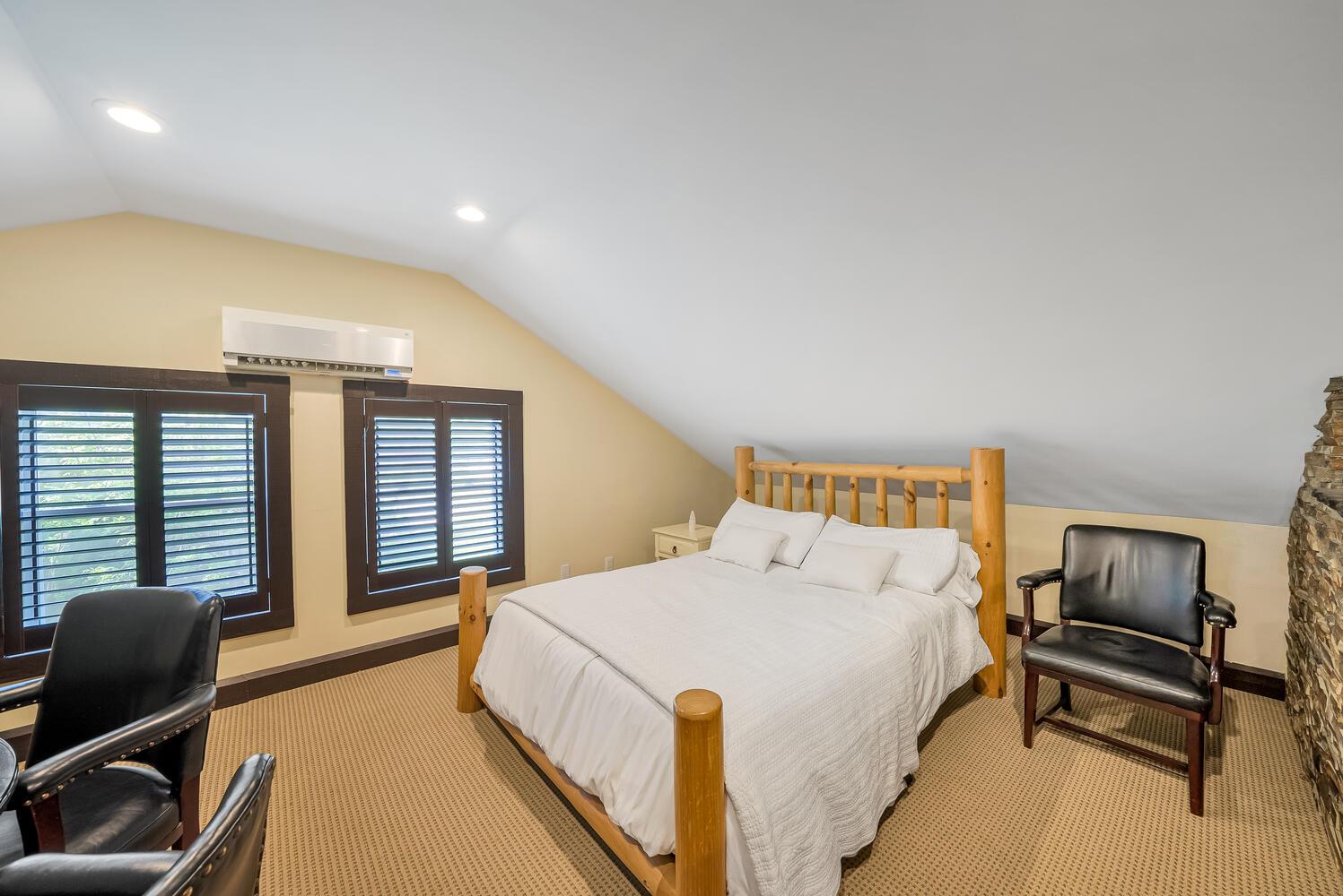 18 Bridle Trail Midhurst ON-large-094-081-Bedroom-1498x1000-72dpi