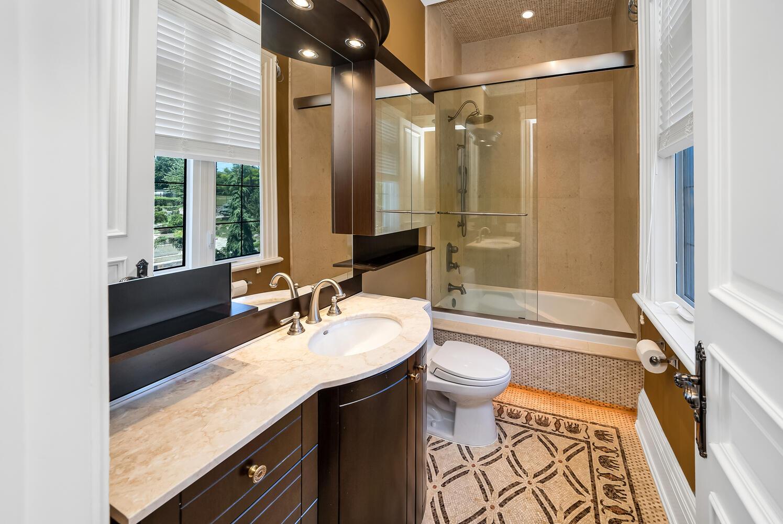 Bathroom-043-028-1496x1000