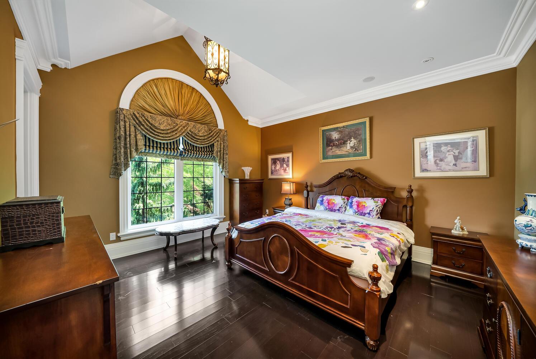 Bedroom 1-042-079-1496x1000