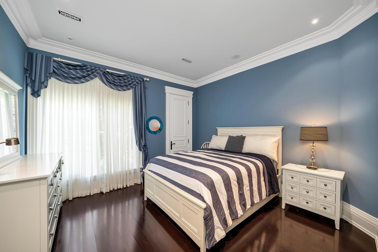 Bedroom 4-052-026-1500x1000