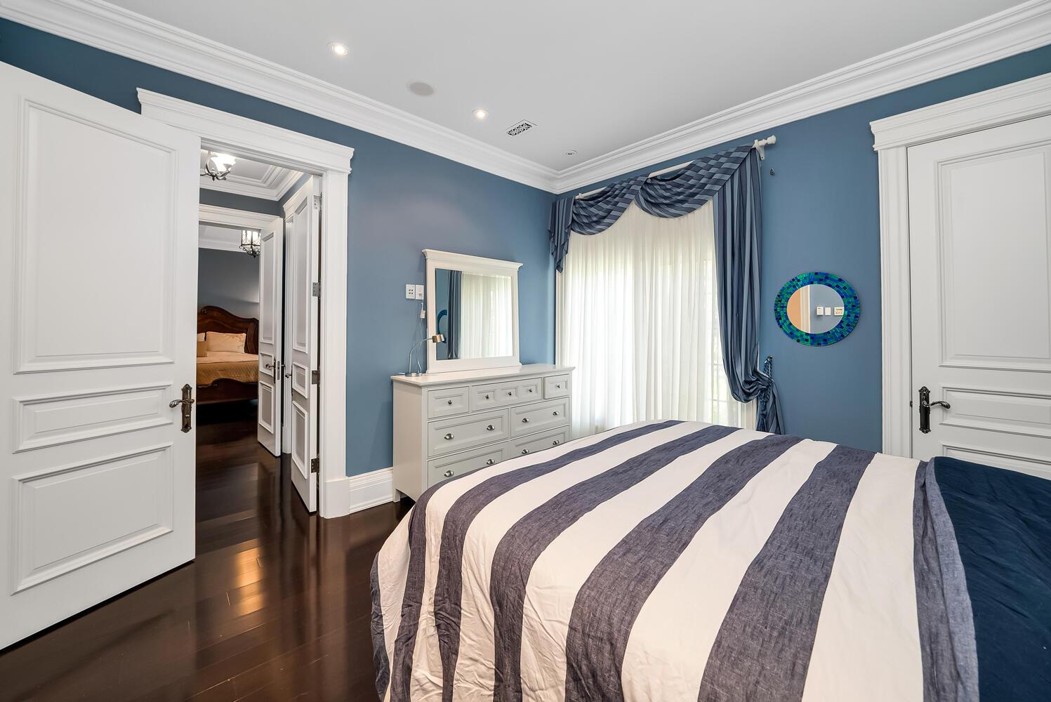 Bedroom 4-053-045-1498x1000