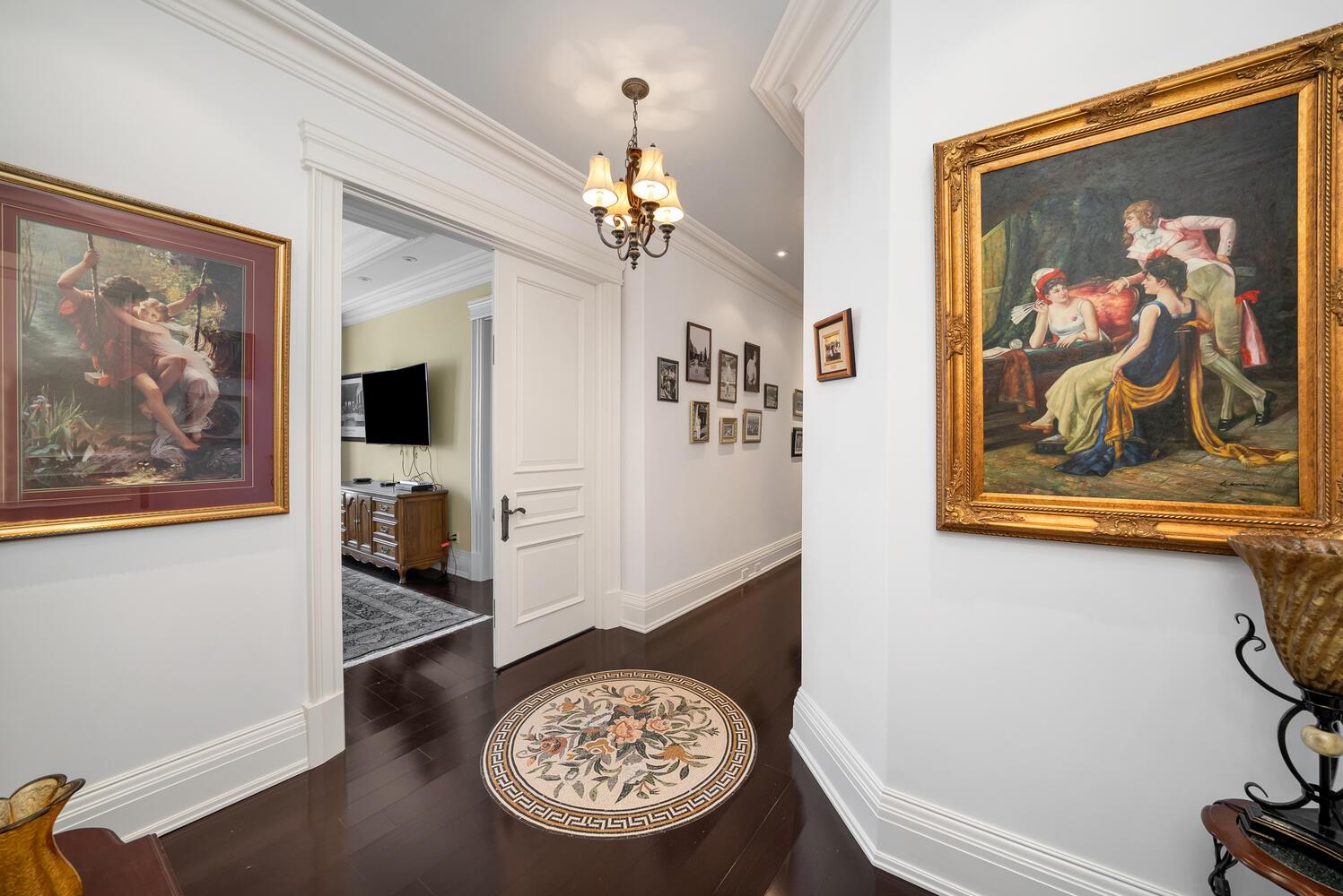 Hallway-036-031-1498x1000