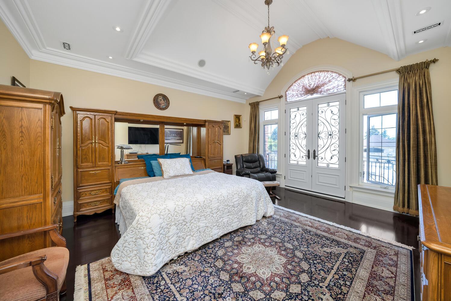 Primary Bedroom-037-041-1498x1000